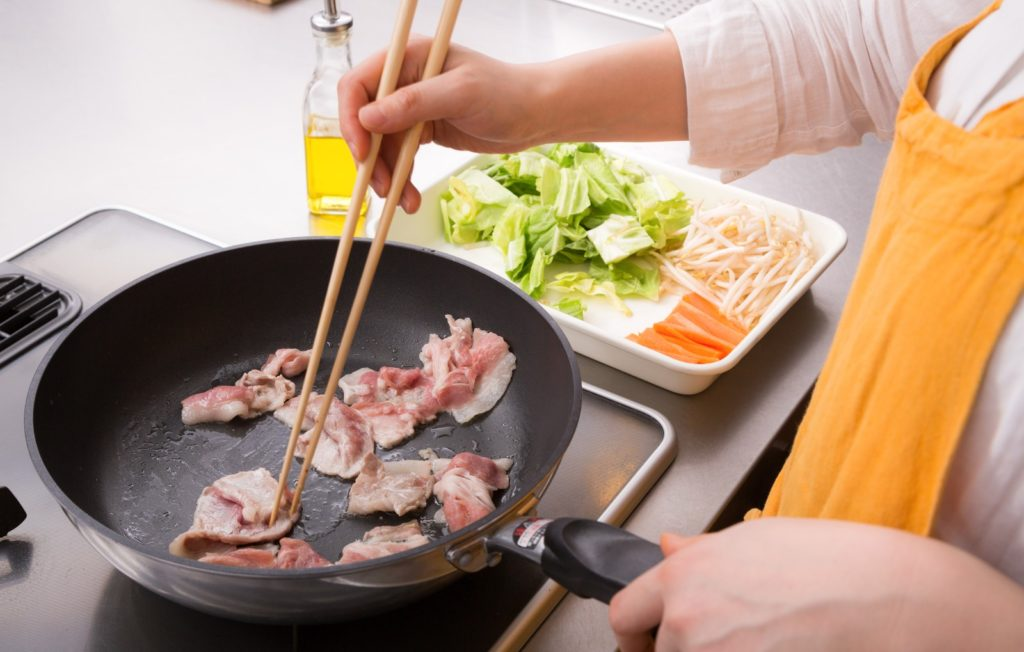 【一人暮らし】外食を控えて自炊したいけど料理が難しいという人必見!