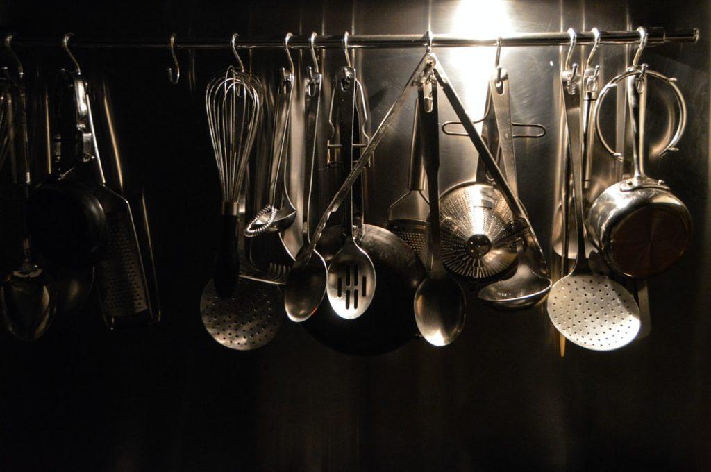 【一人暮らし】 最低限必要な調理器具は?あると便利なものも紹介◎